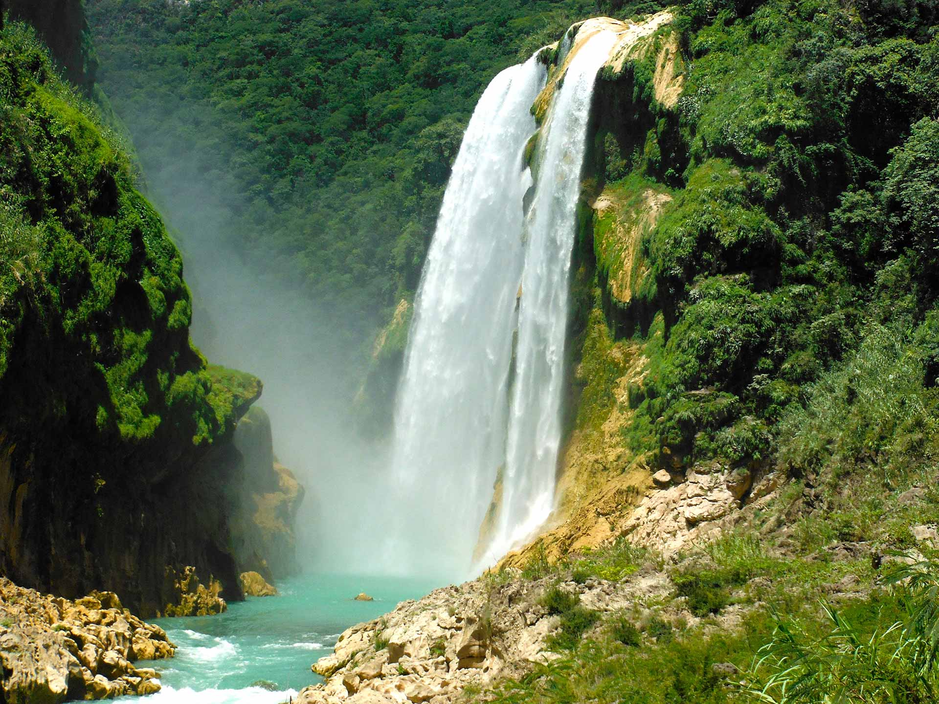 Tamul waterfall. Image courtesy of Huaxteca.com