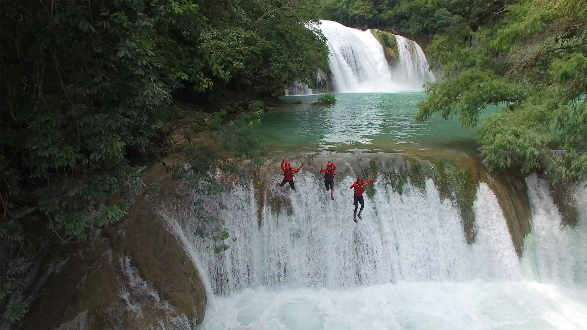 Waterfall jumping. Image courtesy of Huaxteca.com