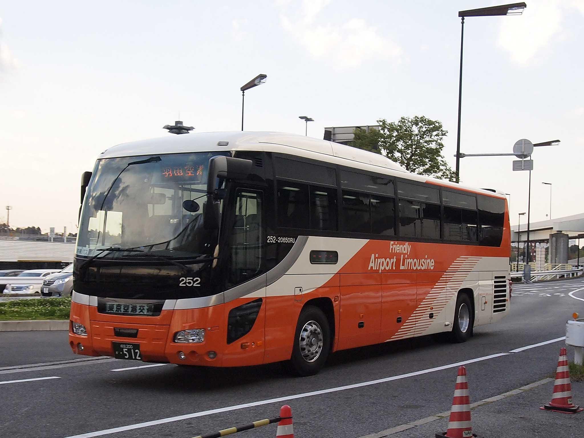 Limo bus, image courtesy of Wikimedia